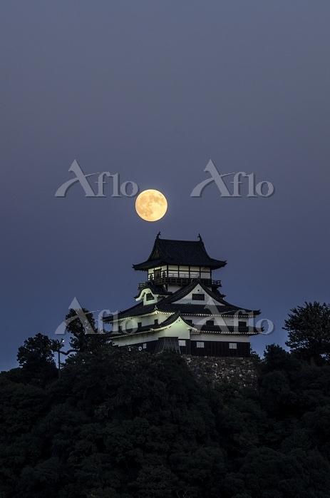 中秋の名月と国宝犬山城