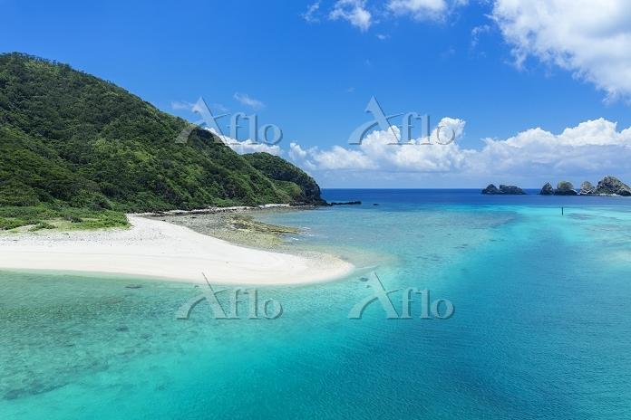 沖縄県 夏の慶留間島(げるまじま)と海