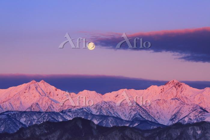 長野県 小川村 アルプス展望広場から望む朝の鹿島槍ヶ岳と五竜・・・