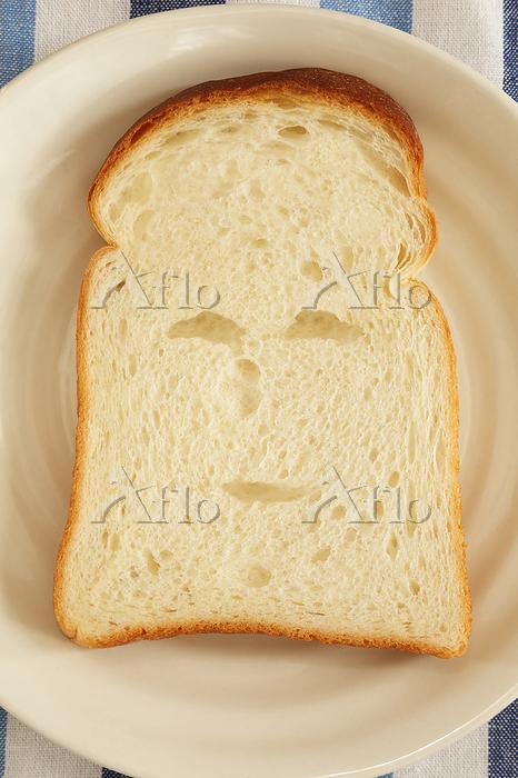 顔のあるかわいい食パン