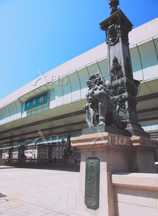 日本橋 親柱の獅子と東京市章