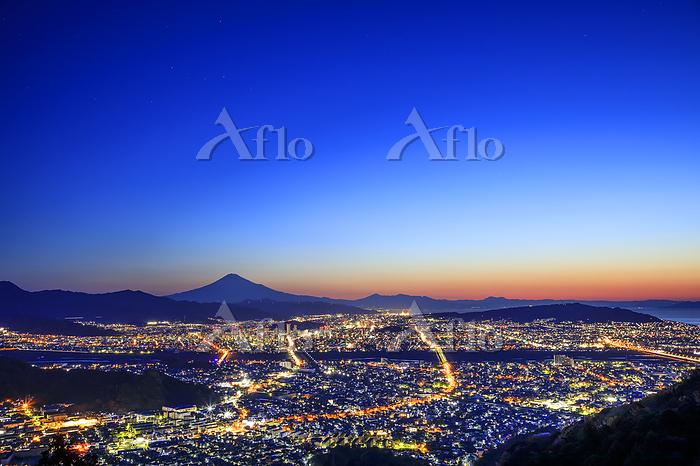 静岡県 静岡市街の夜明けと富士山