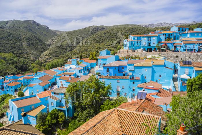 スペイン 突然青くなった村フスカル