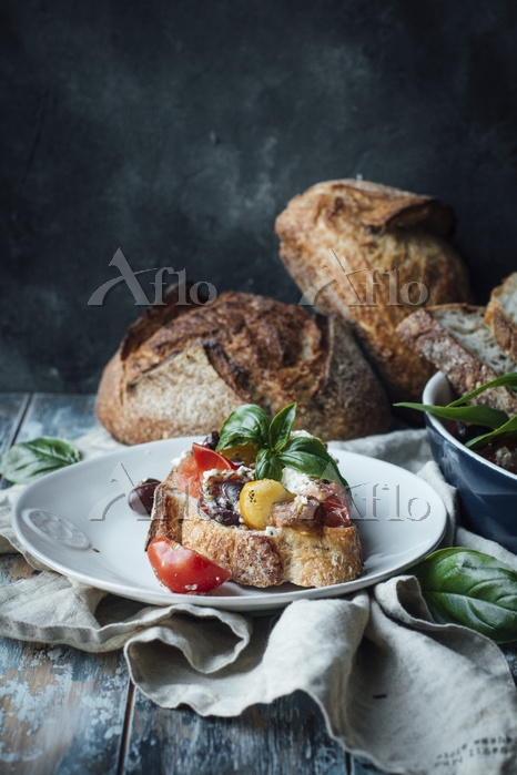 Crostino with tomatoes, olives・・・