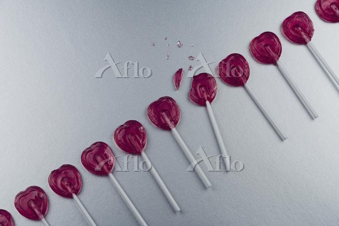 Broken heart-shape lollipop in・・・