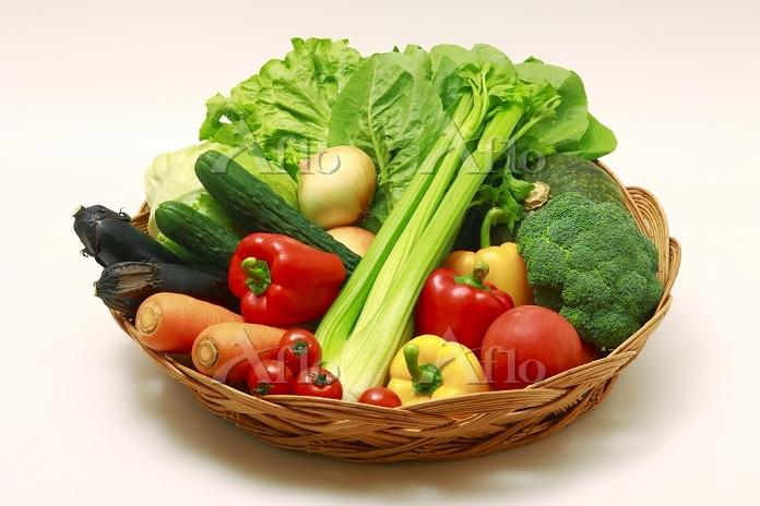 籠の中の野菜集合