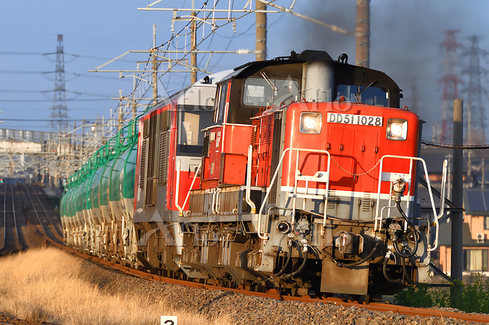 三重県 関西本線 カーブを曲がるDD51+DF200牽引貨物・・・