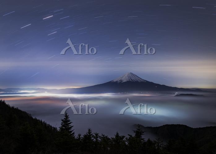山梨県 星空と雲海と富士山