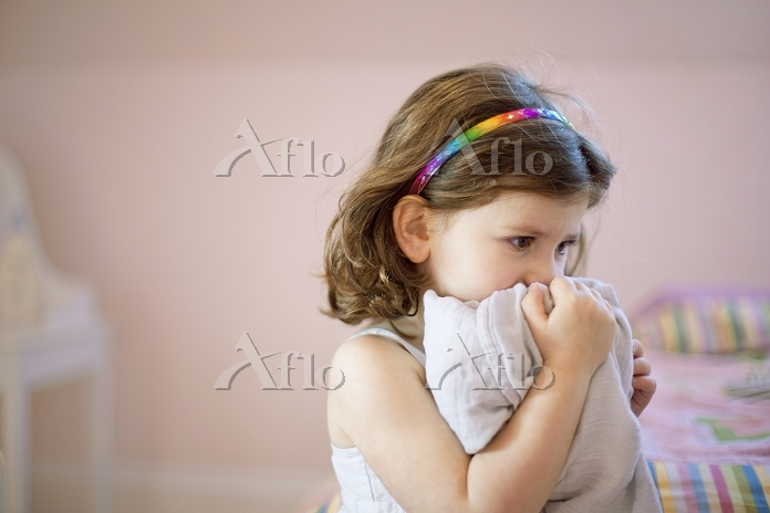 Unhappy three year old girl in・・・