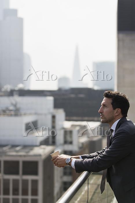 Thoughtful businessman on sunn・・・