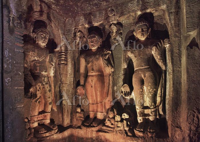 インド アジャンター石窟群 第6窟 2階 仏堂前室の彫刻