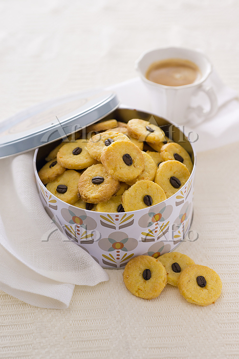 Orange biscuits with coffee be・・・