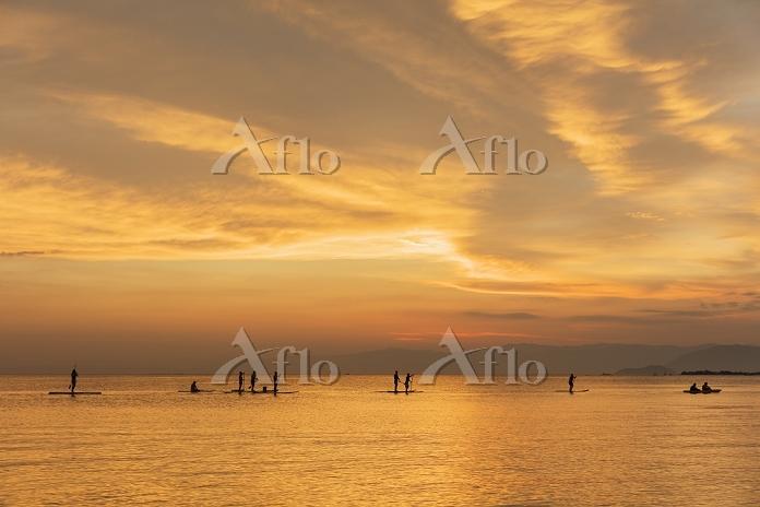 滋賀県 スタンドアップパドルサーフィン(SUP)と琵琶湖夕焼・・・
