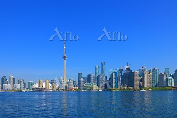 カナダ オンタリオ湖とトロントの高層ビル群