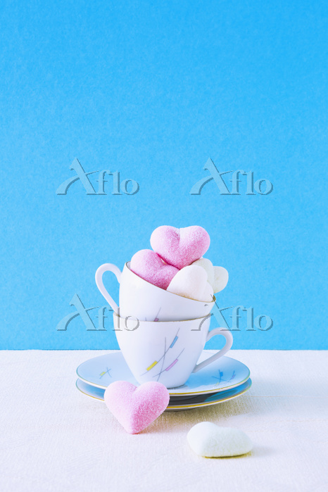 Stack of coffee cups and cooki・・・