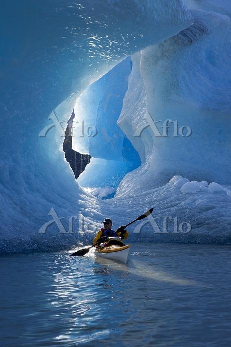 Sea kayaker on Mendenhall Lake・・・