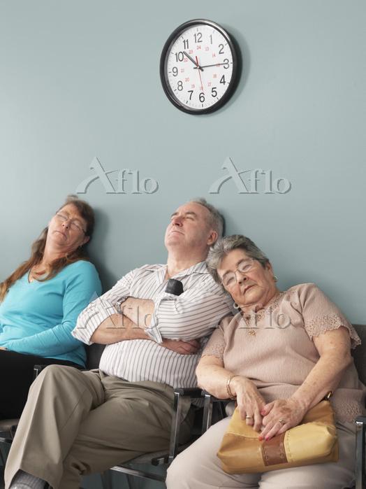 病院の待合室 時計