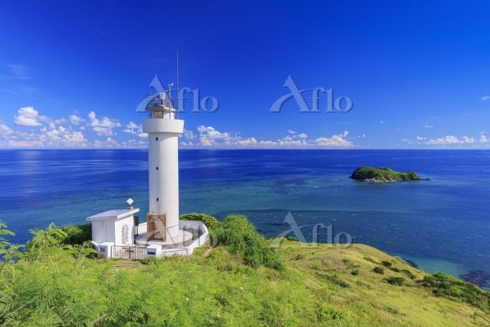 沖縄県 平久保崎灯台と大地離島と青い海 石垣島