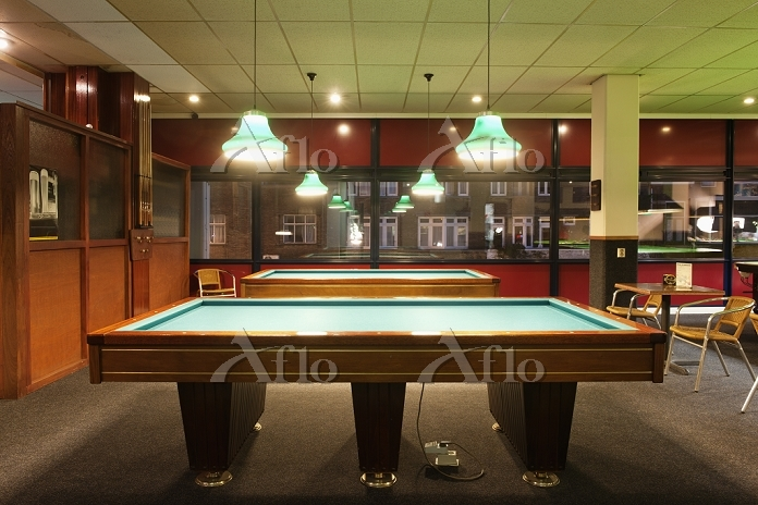Billiards tables at a pool cen・・・