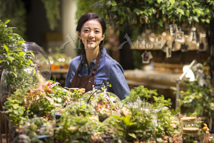 Young woman working in plant s・・・