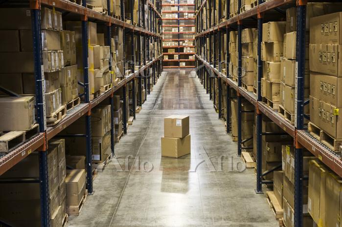 View down an aisle of racks ho・・・