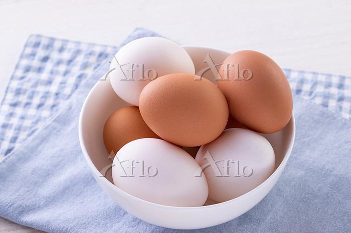 テーブルの上の卵