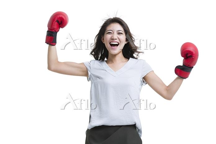 ボクシンググローブを付けた女性