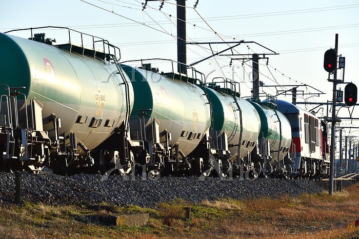 愛知県 関西本線 カーブを曲がるDD51+DF200牽引貨物・・・
