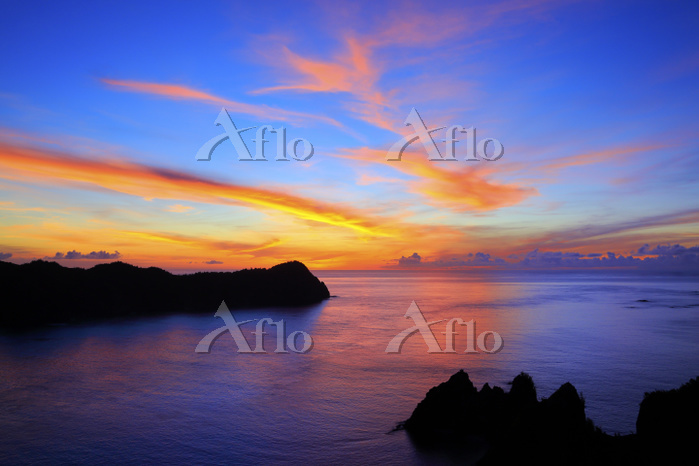 東京都 小笠原諸島 父島 長崎展望台から望む太平洋の朝焼け