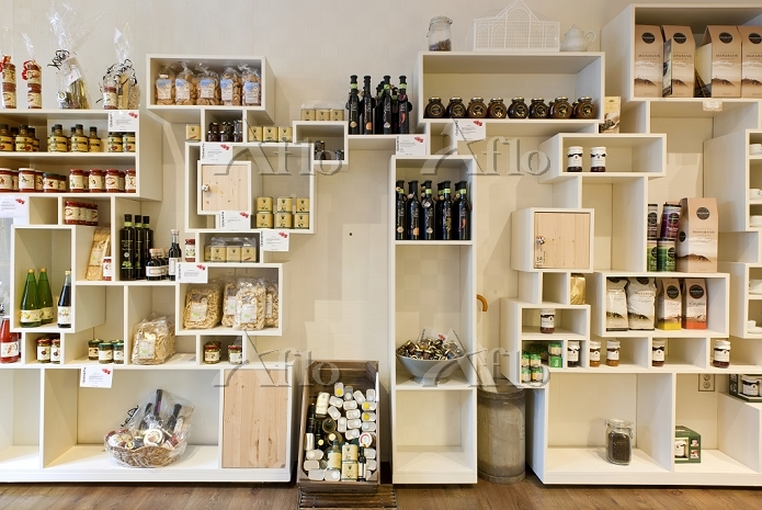 Artisan product shelves in a c・・・