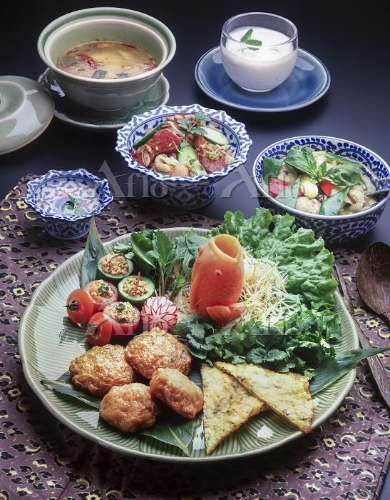 タイ料理の食卓