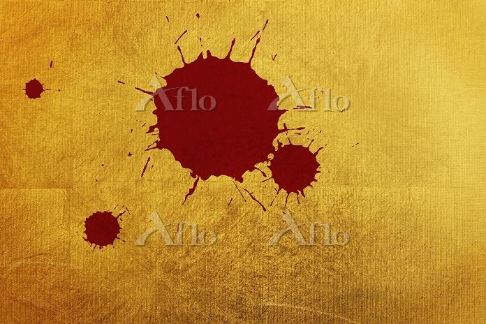 金屏風と赤色の墨柄