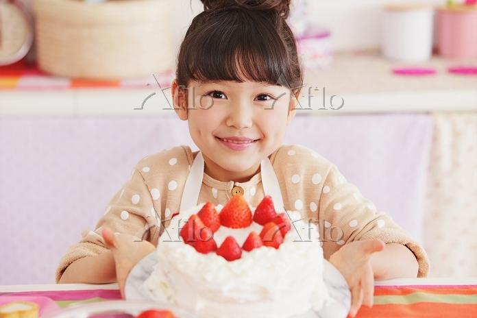 ケーキを作る日本人の女の子