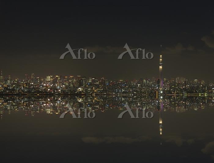 東京スカイツリー ライトアップ雅とビル群夜景反転合成