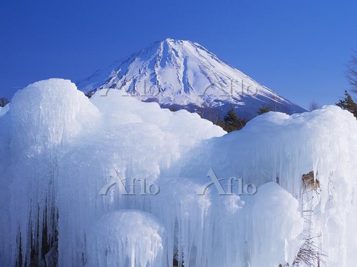 山梨県 氷柱と富士山