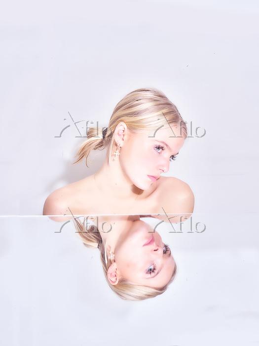 Blond woman, portrait Photo by・・・