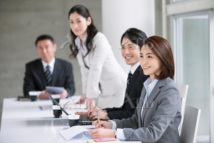 会議中のビジネスウーマン