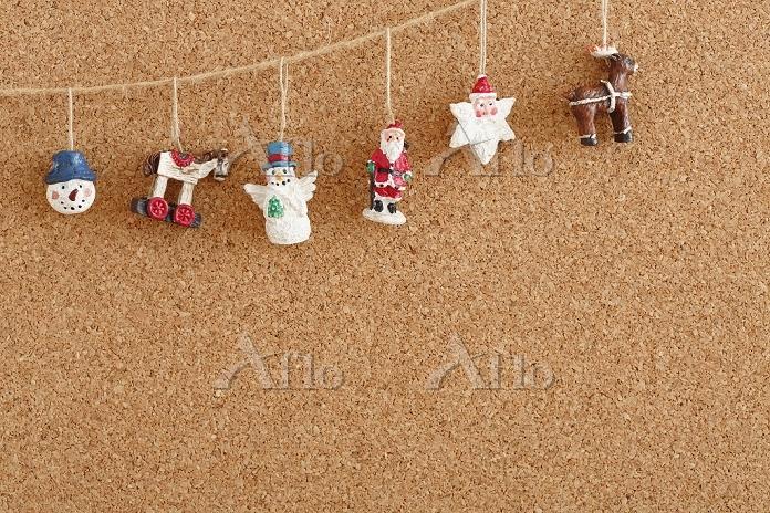 コルクボードとクリスマス小物