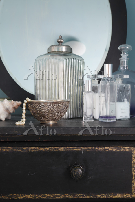 Toiletry bottles, jewelery and・・・