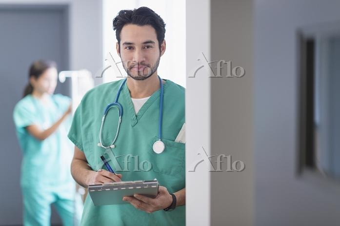 Mixed race nurse working in ho・・・