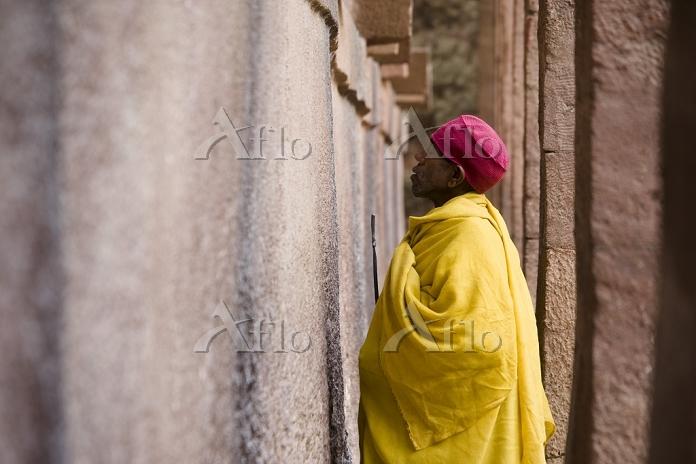 聖救世主教会前の修道士