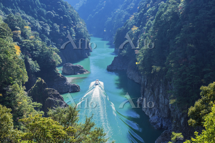 和歌山県 紅葉の瀞峡と観光船