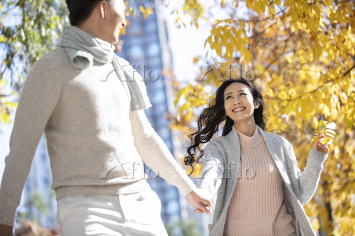 Happy young couple dating in a・・・