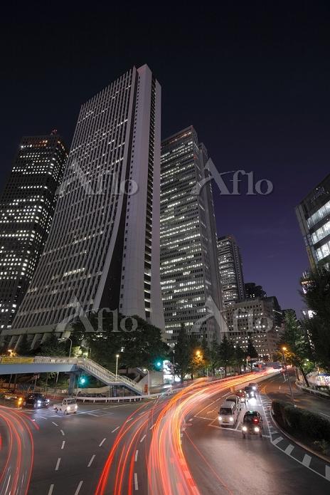 東京都 新宿の高層ビルと青梅街道の夜景