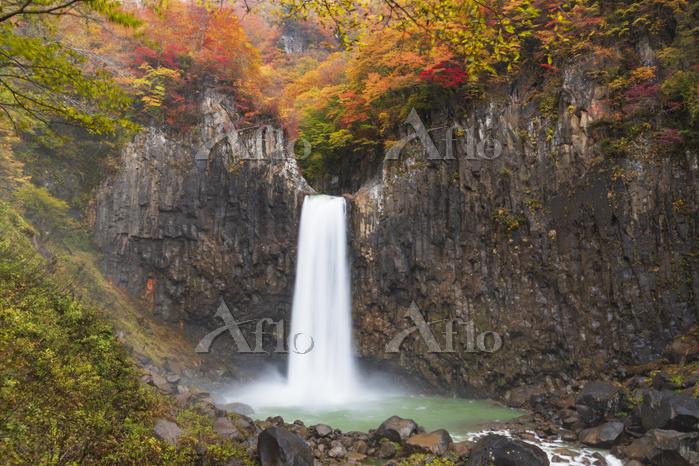 新潟県 苗名滝紅葉