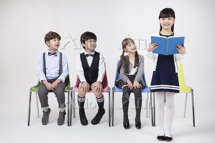 three children sitting on chai・・・