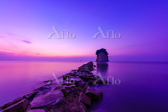 石川県 早朝の見附島