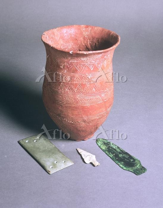 Title:Beaker, arrowhead, dagge・・・
