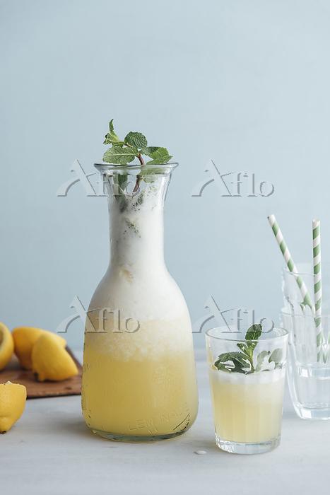 Homemade lemonade sweetened wi・・・
