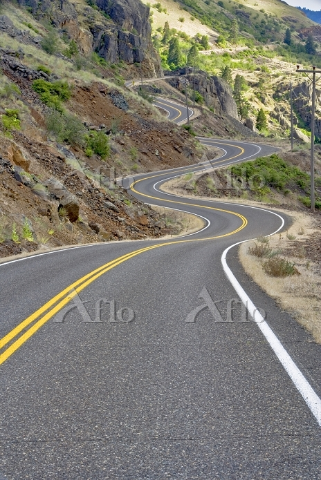 Road along Hell's Canyon Reser・・・